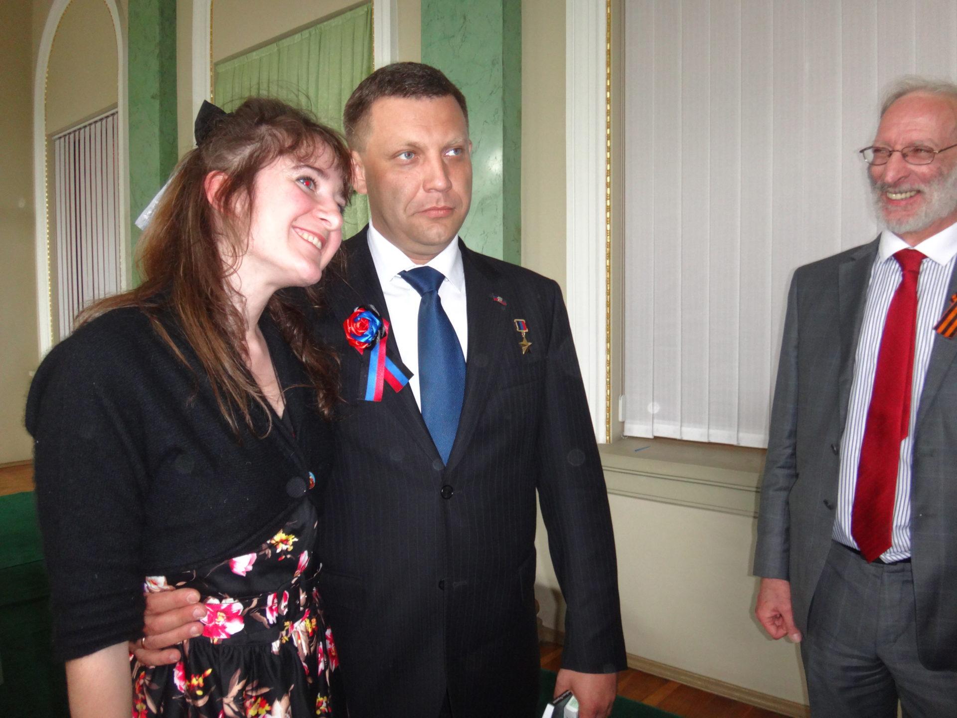 La délégation française saluée par le président Zakharchenko