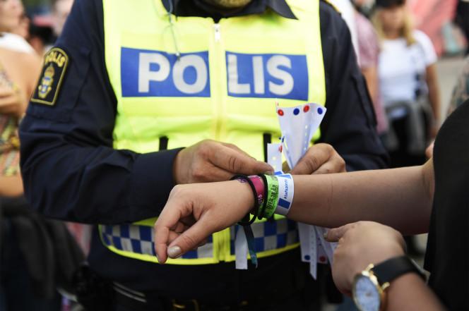 Suède - campagne contre les agressions sexuelles avec distribution de bracelets