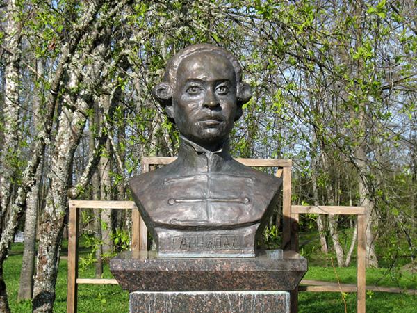 Buste d'Hannibal à Pouchkinogorie, non loin de Pskov.
