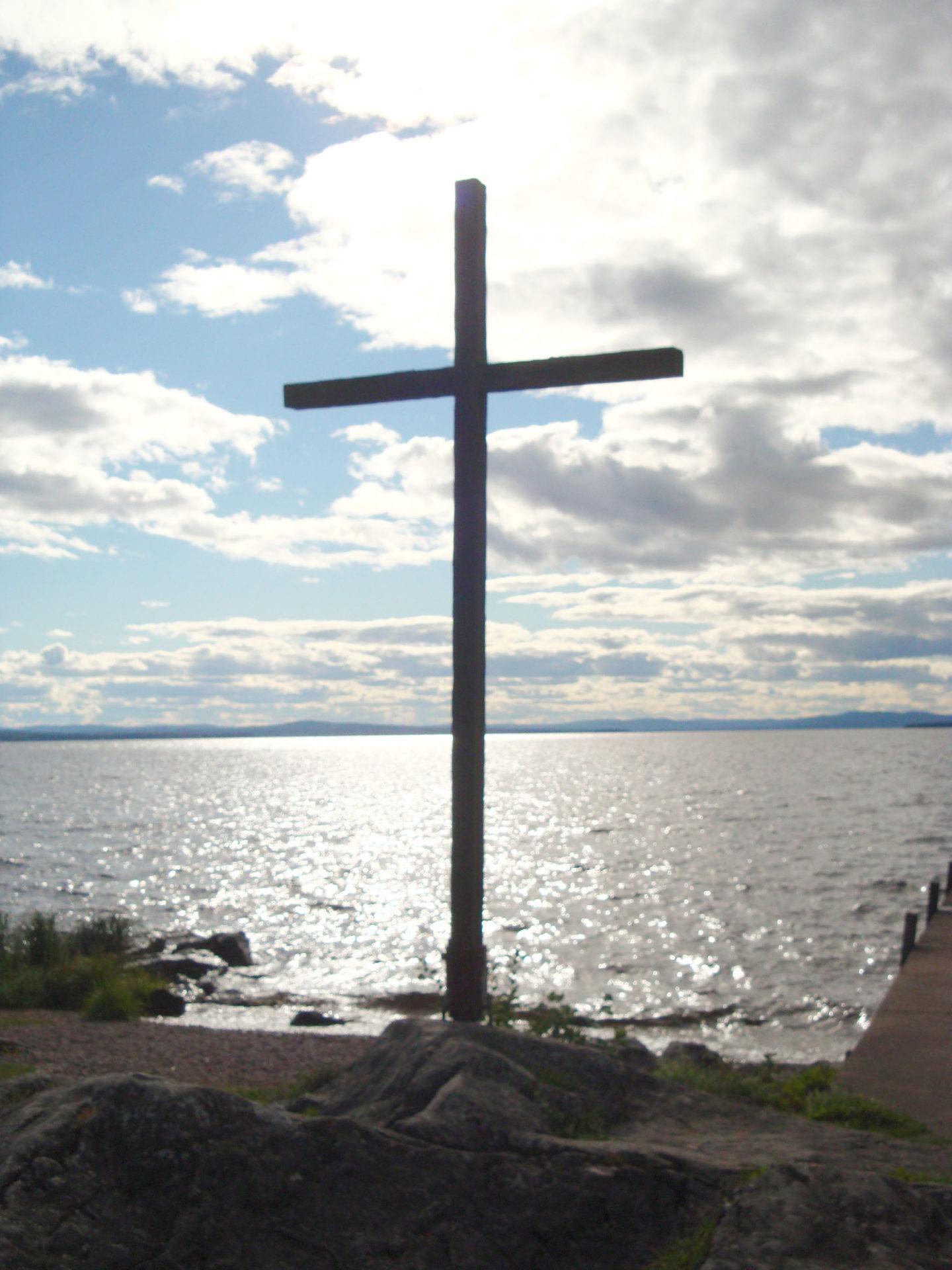 Lac Siljean: la croix marche sur les eaux…