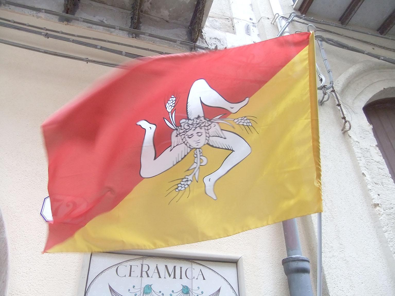 Original drapeau de la région autonome de Sicile © Jean-Claude Rolinat