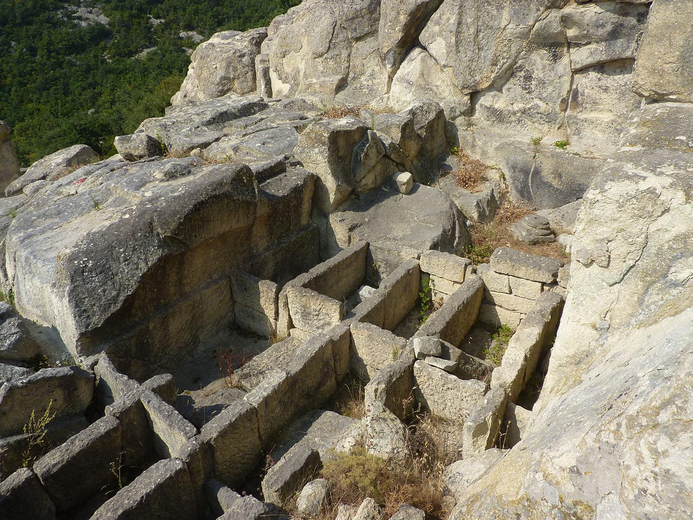 Fouilles de Perperikon : crypte occidentale du palais-sanctuaire.