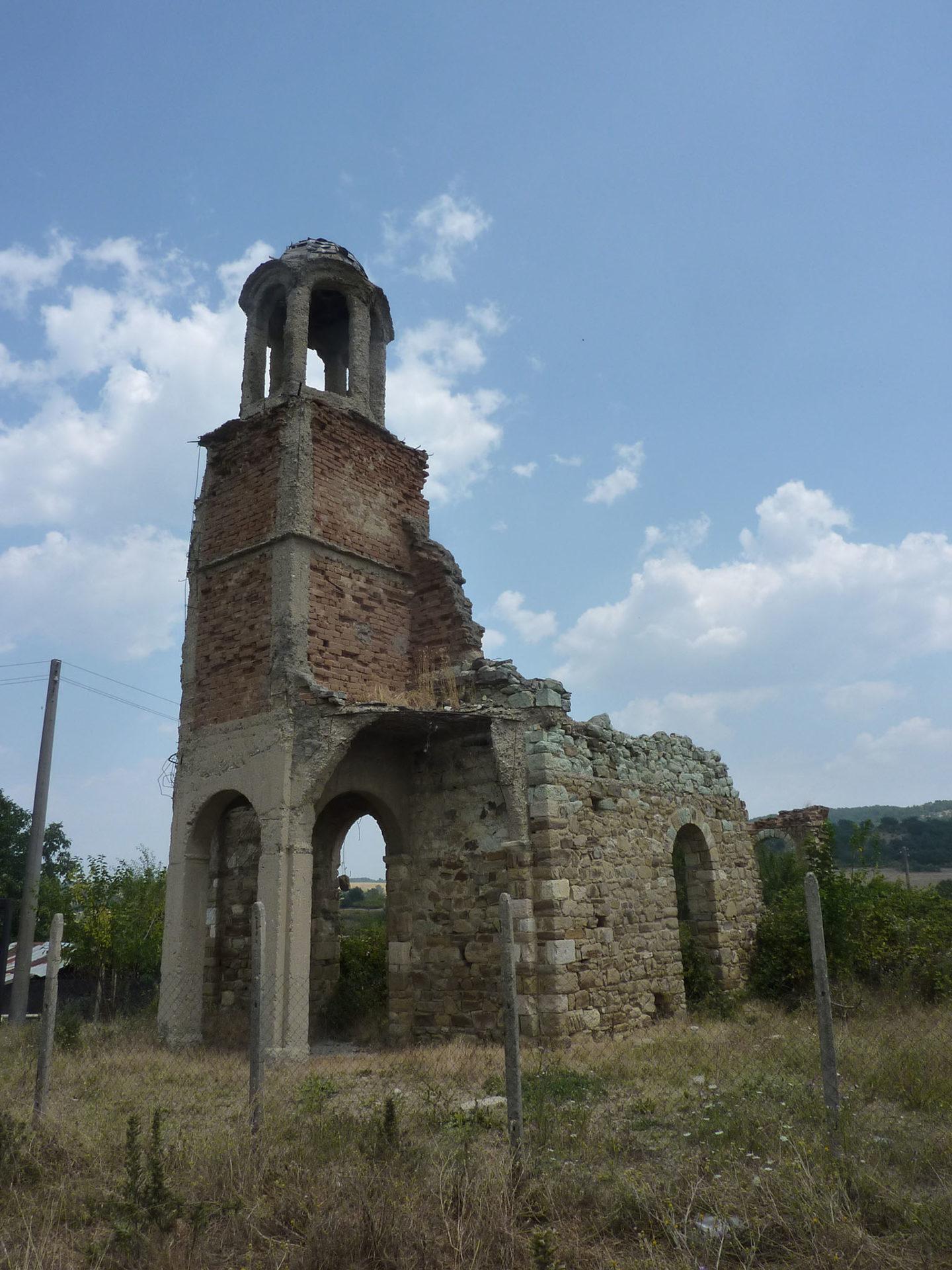 Église en ruines (sud Bulgarie).