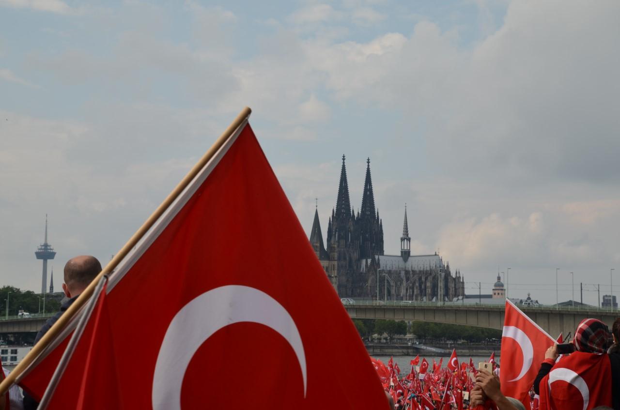 La Cathédrale de Cologne et le Rhin.