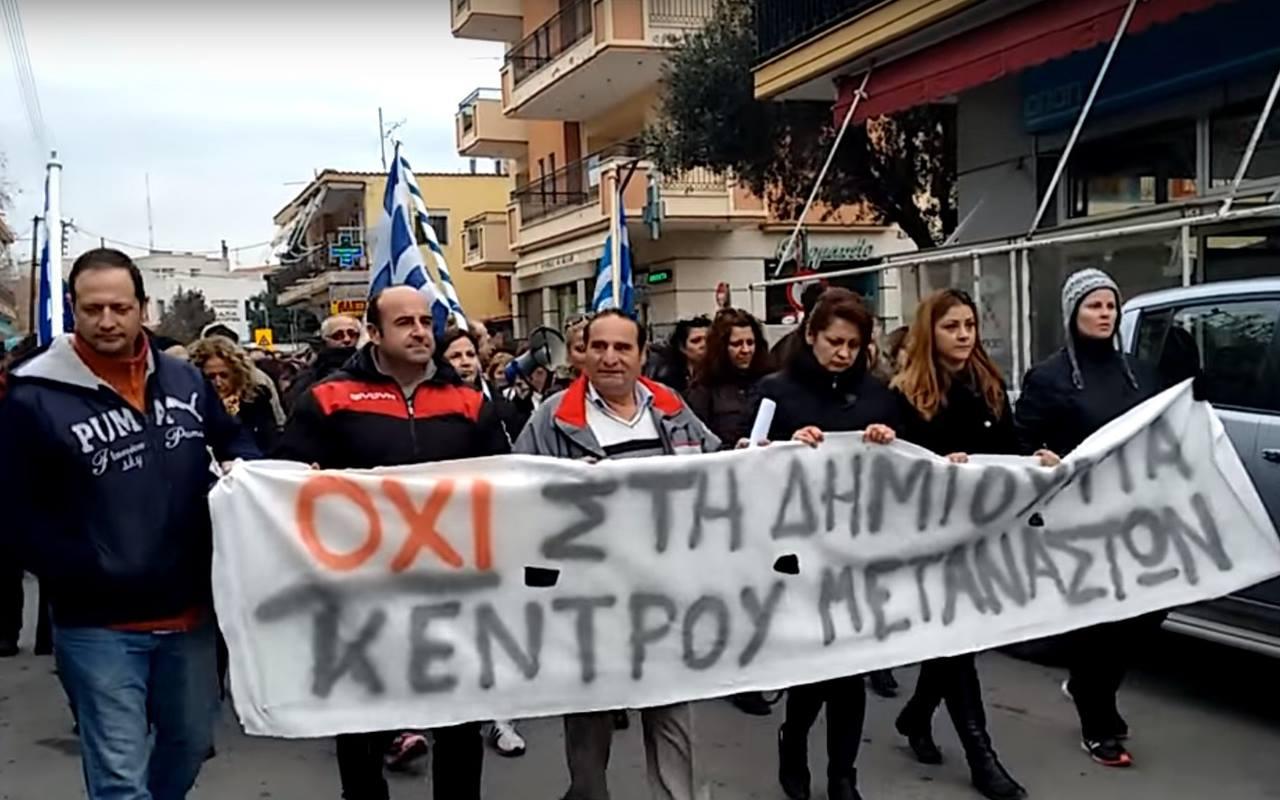 Manifestations de parents conte l' intégration des immigrés aux écoles grecs.