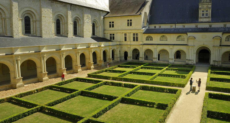 Cour de l'Abbaye Notre-Dame de Fontevraud