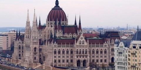 Hongrie: Le Parlement Hongrois sur le Danube.