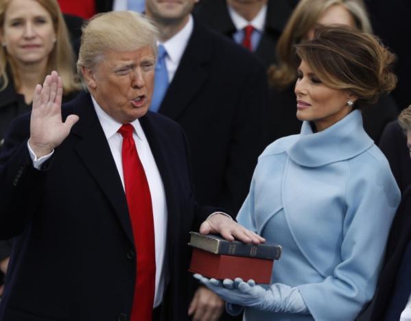 Donald Trump prête serment.