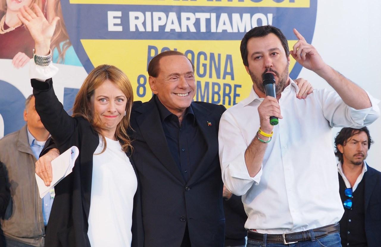 Les dirigeants de centre-droit Giorgia Meloni, Silvio Berlusconi et Matteo Salvini.