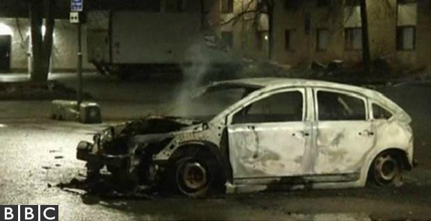 Suede-Auto-incendiée