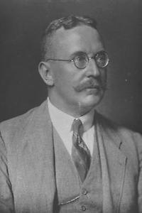 Le national-libéral Franz Dinghofer proclame la République en novembre 1918.