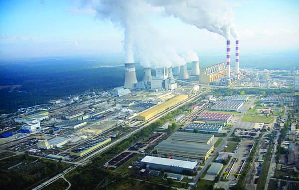 2. Un monstre de charbon. La centrale de Belchatow est la plus grande centrale électrique de Pologne et l'une des 10 plus grandes centrales au charbon du monde. L'usine de lignite de 5.240 MW est également la plus grande centrale électrique d'Europe. Les autorités polonaises ont déclaré vouloir mettre fin aux investissements dans la production d'énergie au charbon et ouvrir la première centrale nucléaire du pays d'ici 2030. Image : Wikimedia Commons / Morgre.