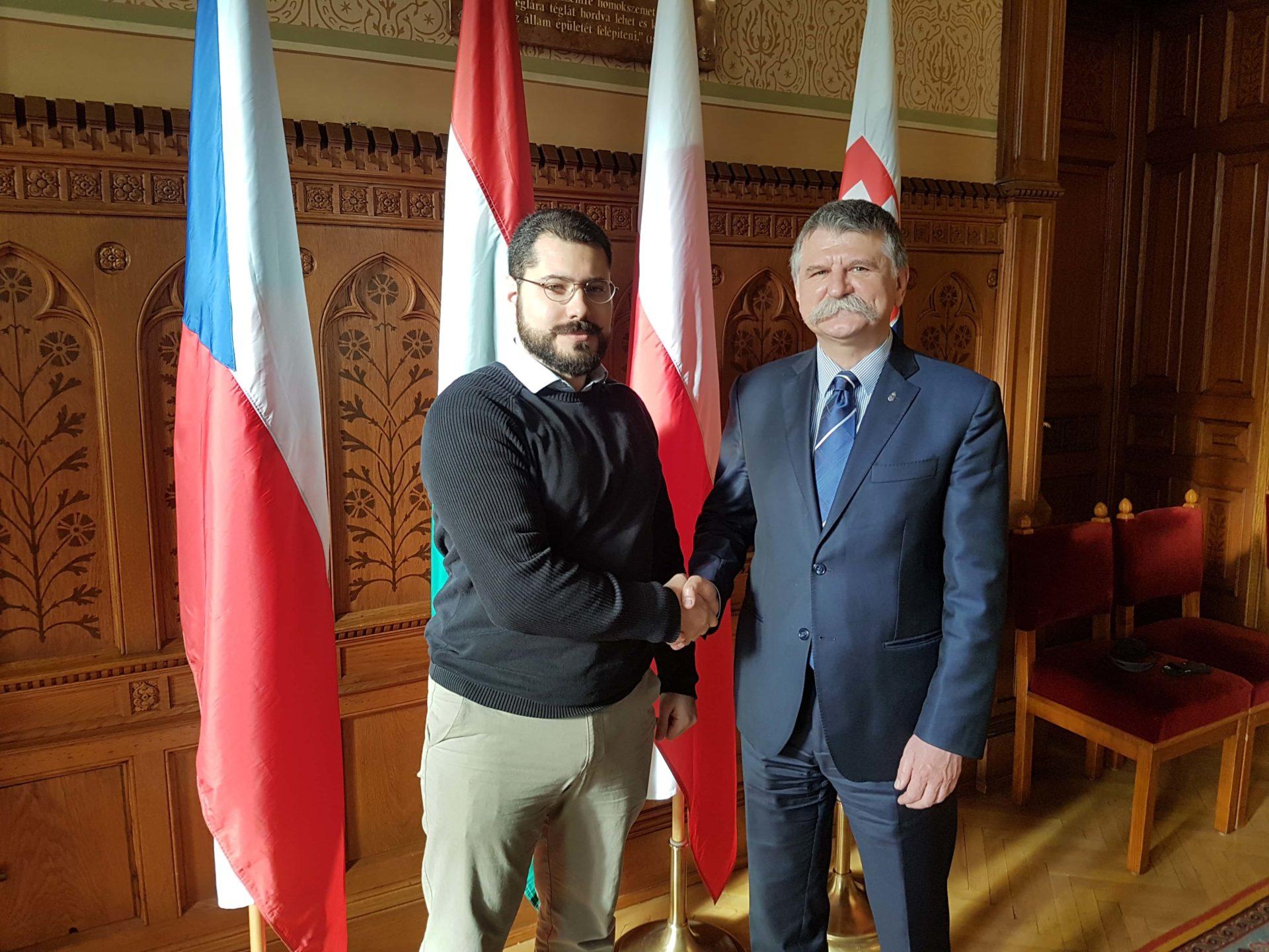 Ferenc Almássy et László Kövér au parlement hongrois, le 1er décembre 2017.