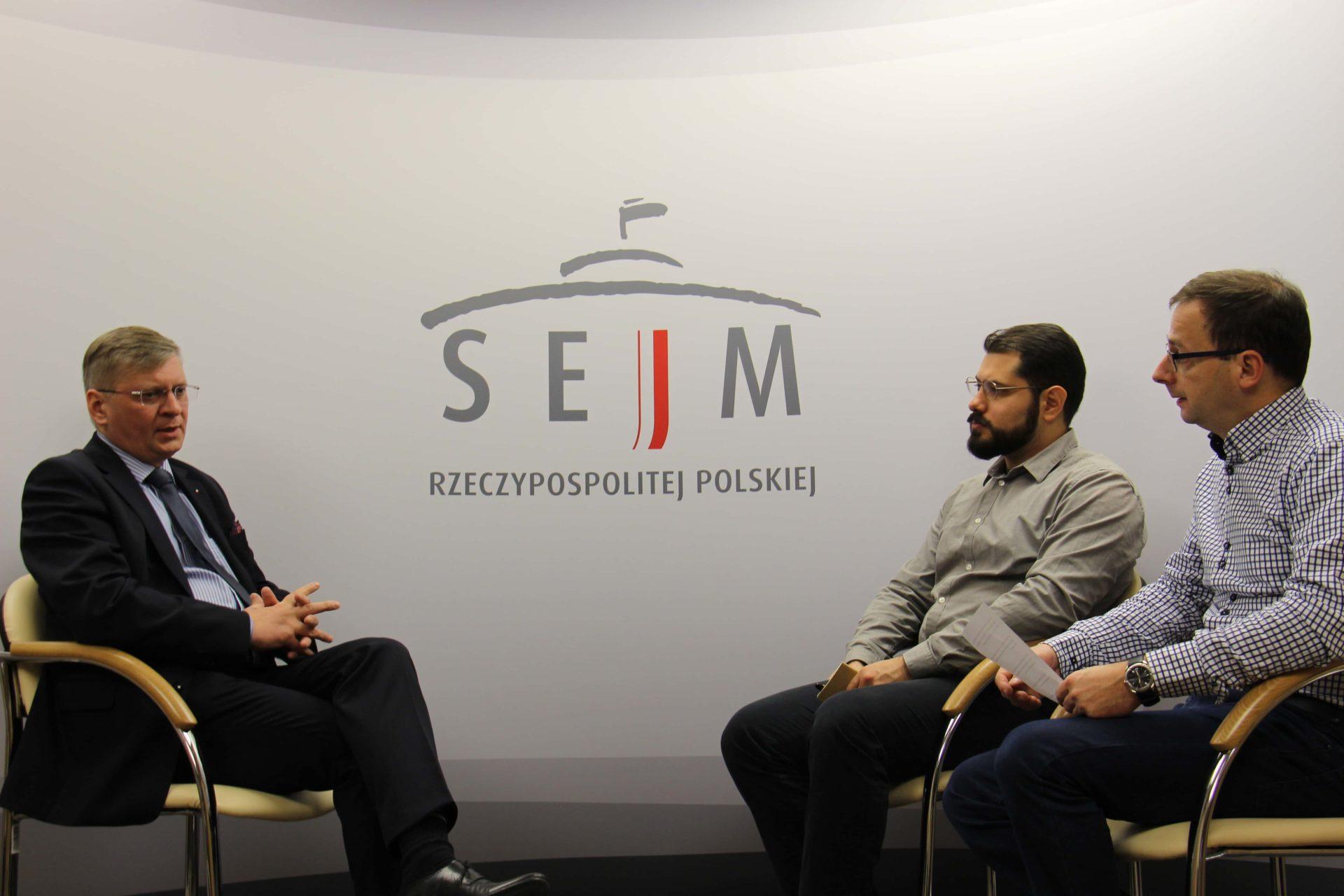 Maciej Szymanowski face à Ferenc Almássy et Olivier Bault, novembre 2017.