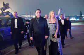 - Le vice-chancelier FPÖ d'Autriche HC Strache et sa femme Philippa arrivent au Bal.