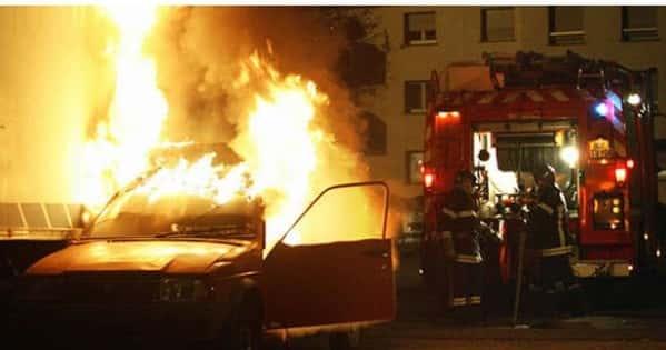Les voitures brûlées du Réveillon.