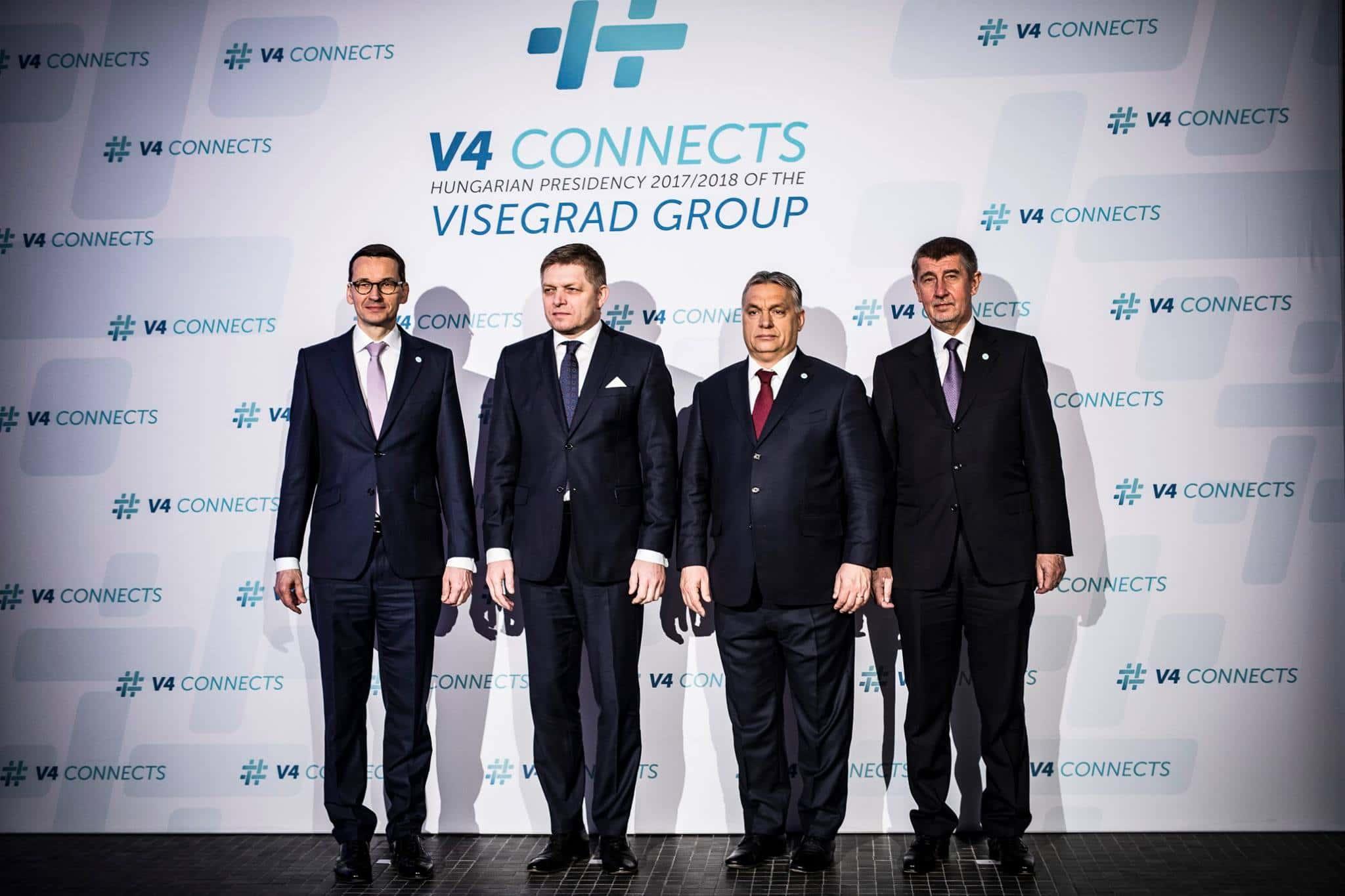De gauche à droite : Mateusz Morawiecki (PL), Robert Fico (SK), Viktor Orbán (HU), Andrej Babiš (CZ). Photo : page facebook de Viktor Orbán.