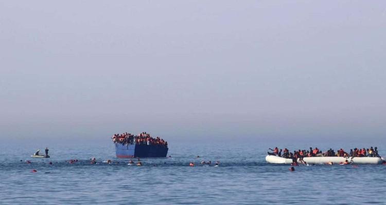 Seize cadavres de migrants repêchés en mer entre le Maroc et l'Espagne.
