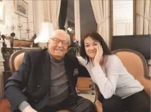 """Jean-Marie Le Pen et Caroline Parmentier, journaliste à """"Présent""""."""