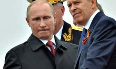 Vladimir Poutine (président de la Fédération de Russie) et le général Alexander Bortnikov (directeur du contre-espionnage russe — FSB).