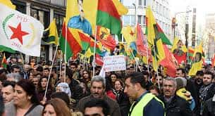 Kurdes manifestant à Düsseldorf.