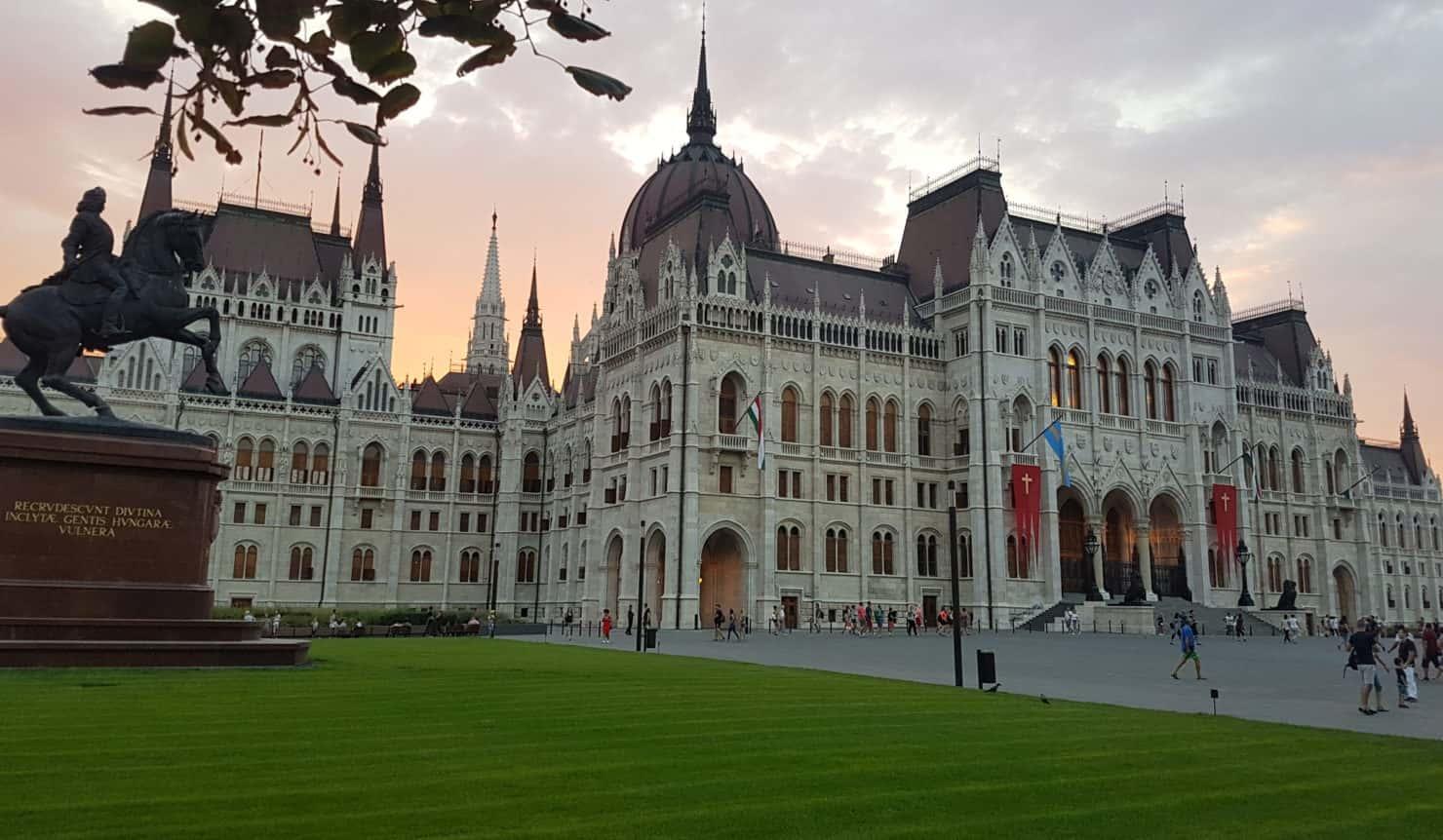 2018.08.20-parlament-Budapest-Sz.-István-kereszt-740x431@2x