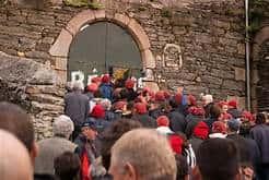 Les bonnets rouges rentrent dans la sous-préfecture de Morlaix…