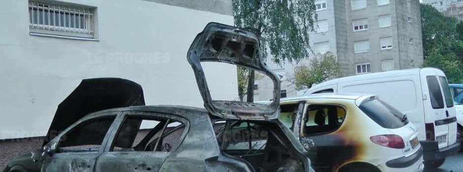Givors : voitures brûlées et dégradations urbaines pour Halloween.