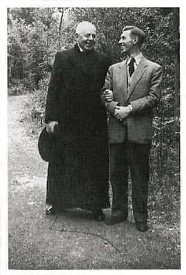 Hergé et l'Abbé Wallez en 1949.