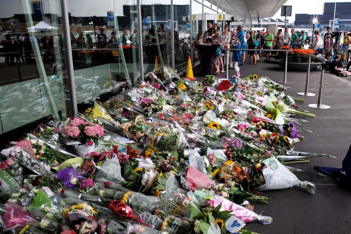 Monument commémoratif improvisé à l'aéroport d'Amsterdam-Schiphol pour les victimes du vol MH17 de Malaysian Airlines, qui s'est écrasé en Ukraine le 18 juillet 2014, tuant les 298 passagers à bord.