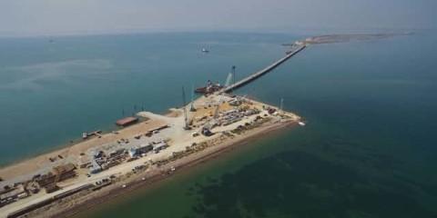La construction du pont au-dessus du détroit de Kertch.