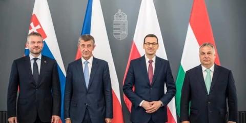 Premiers ministres hongrois, slovaque, tchèque et polonais.