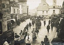 Procession funéraire catholique après le décès de Louis Duchesne, membre de l' Académie française, en 1922, à Saint-Malo.