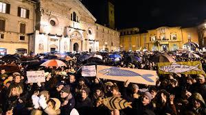 """Manifestation en Italie du mouvement dit des """"sardines""""."""