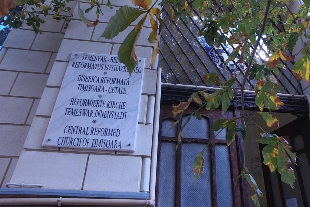 Entrée du temple réformé du centre-ville de Timișoara.