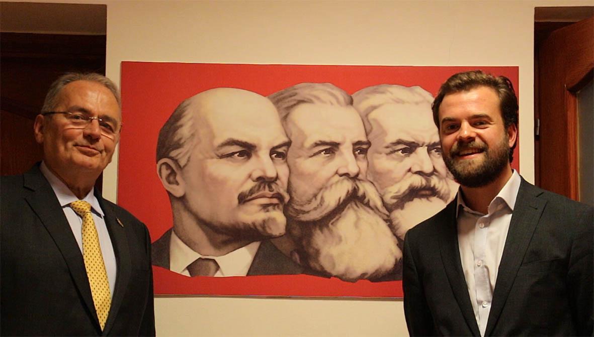 Yann P. Caspar et Gyula Thürmer au siège du parti à Budapest. Octobre 2019. Photo : Visegrád Post.